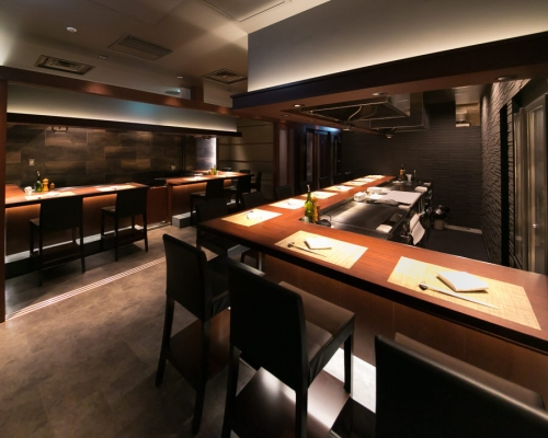【Toyosu, Tokyo】Would you like to work at a Teppanyaki (hot plate) restaurant as a service staff?